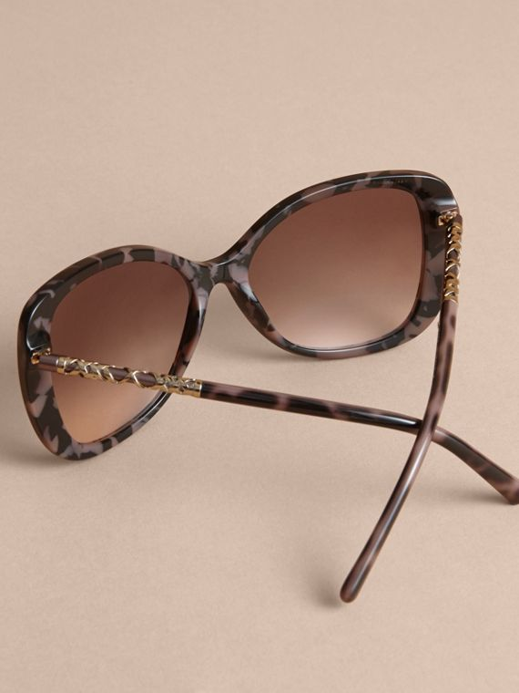 Check Detail Butterfly Frame Sunglasses in Tortoiseshell - cell image 3