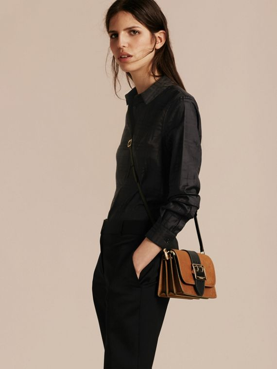 The Medium Buckle Bag in Textured Leather Tan/black - cell image 2