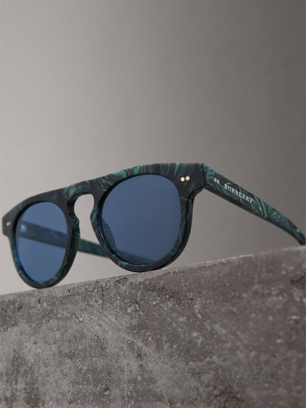 The Keyhole Round Frame Sunglasses in Green Marble/blue | Burberry Australia - cell image 2