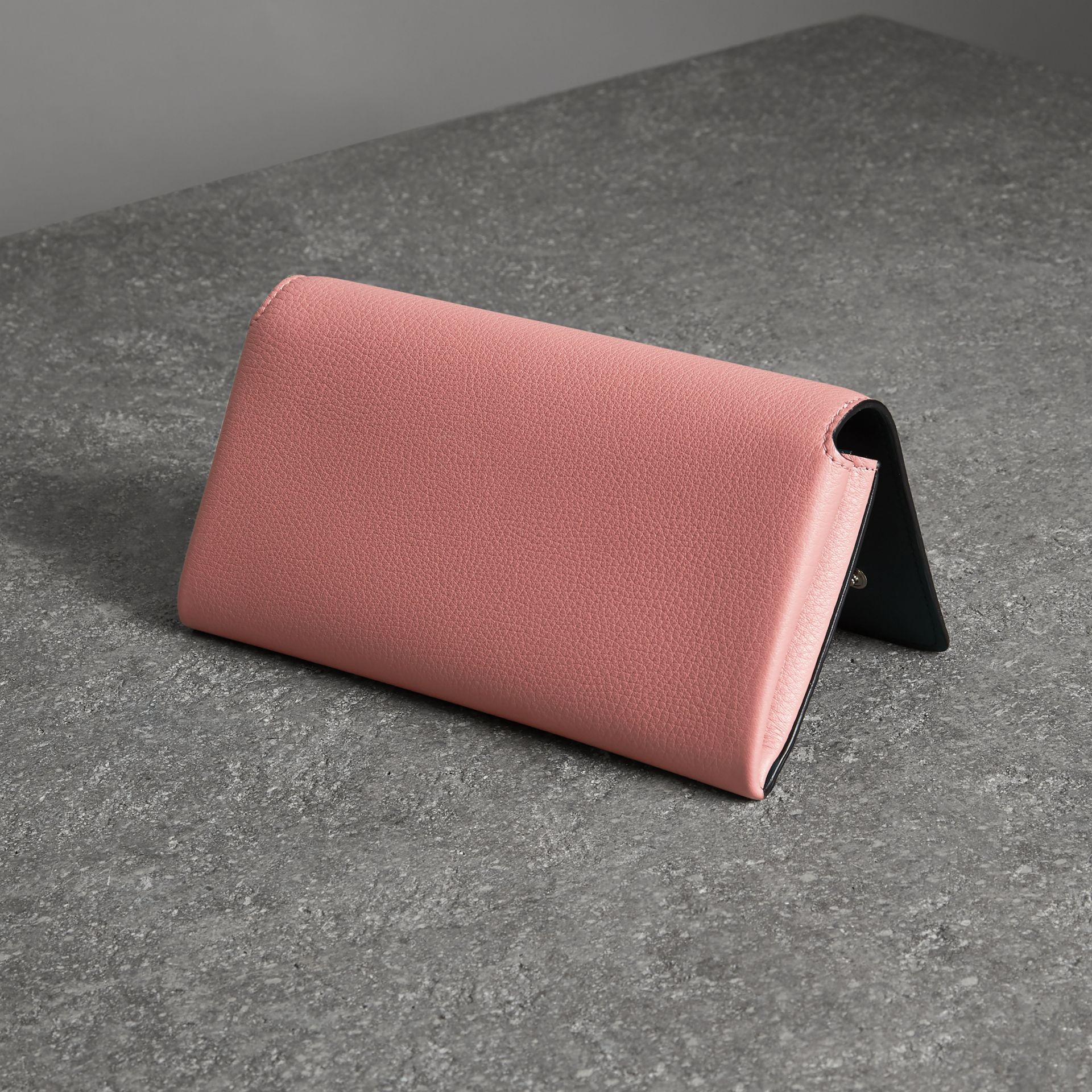Two-tone Leather Continental Wallet in Dusty Rose - Women | Burberry United Kingdom - gallery image 2