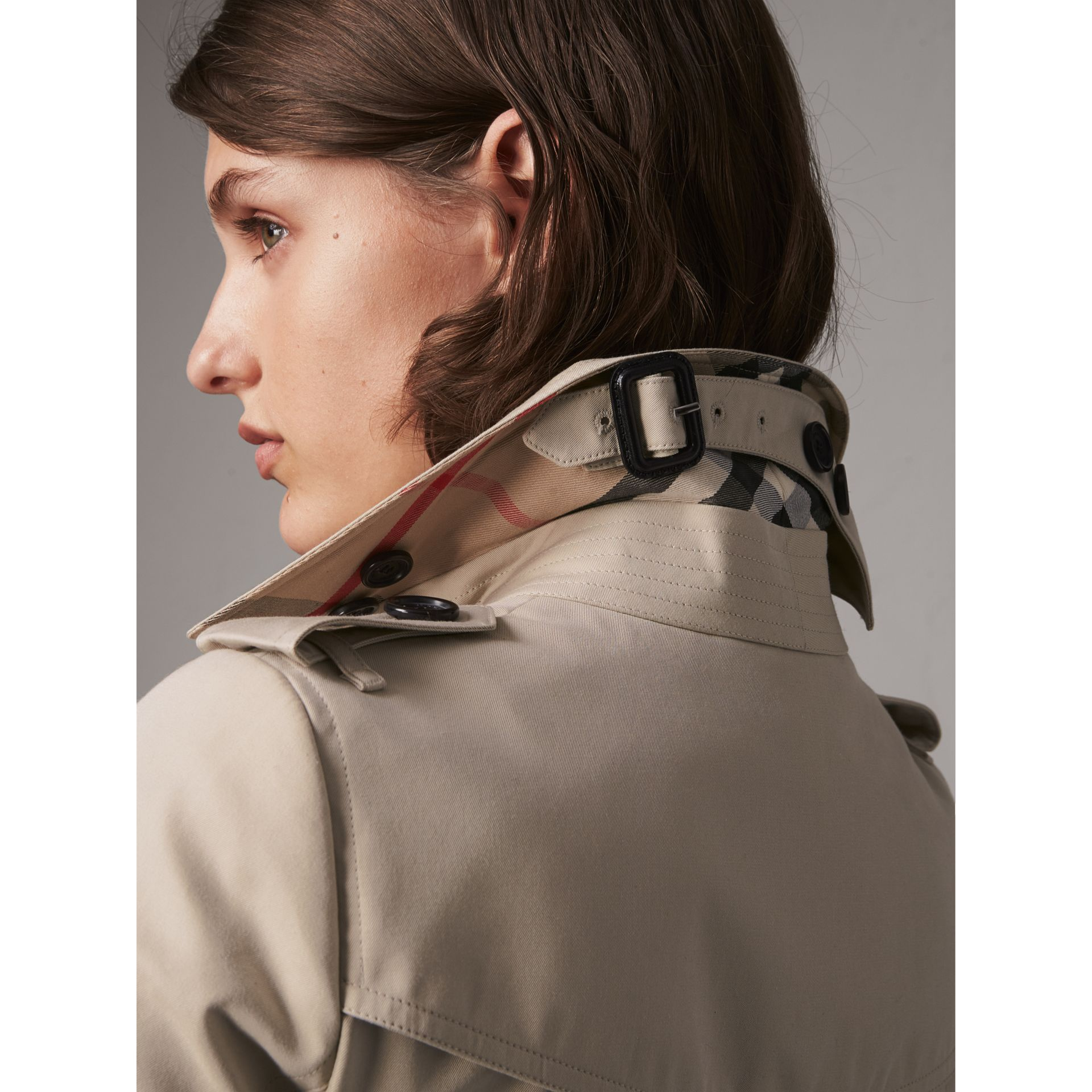 The Chelsea – Extra-long Heritage Trench Coat in Stone - Women | Burberry - gallery image 2