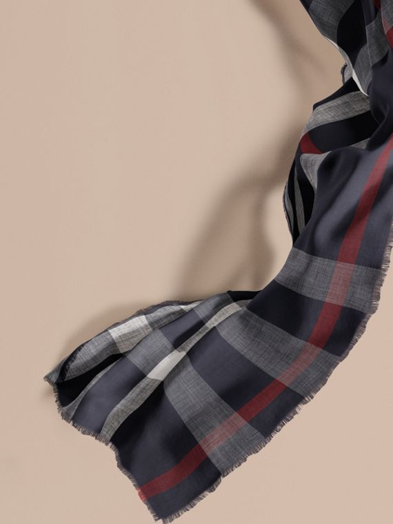 The Lightweight Cashmere Scarf in Check Navy