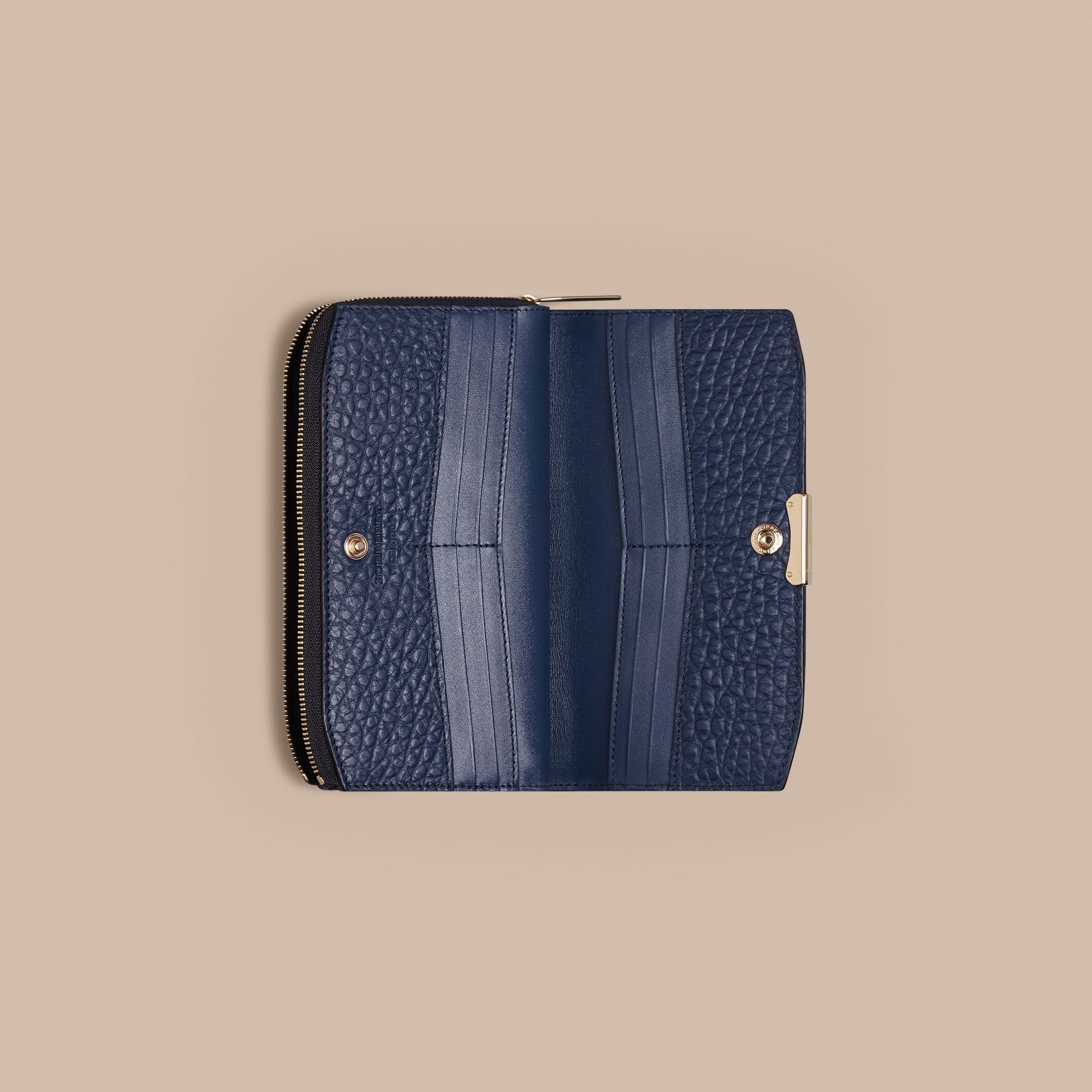 Blue carbon Signature Grain Leather Ziparound Wallet Blue Carbon - gallery image 4