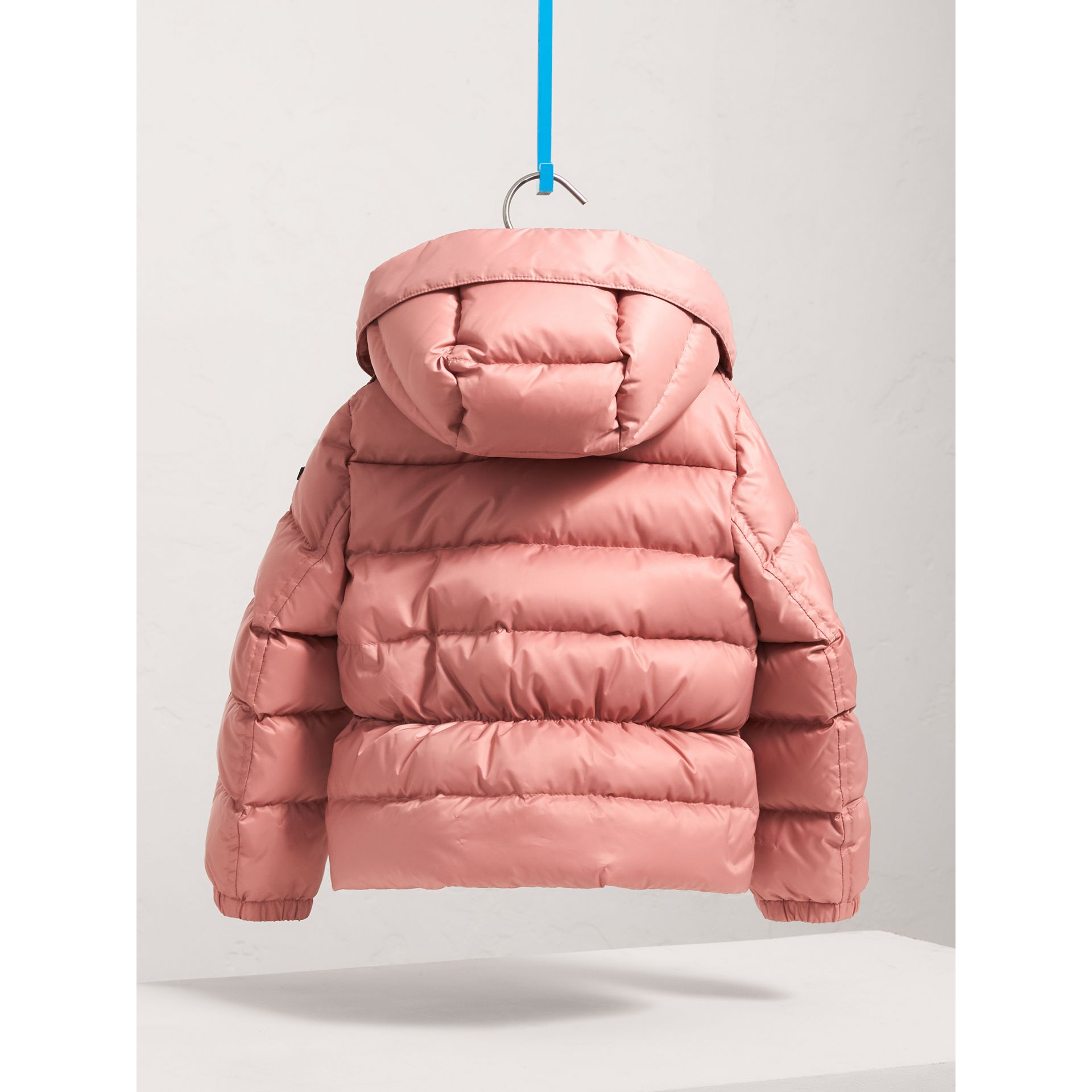 Doudoune courte imperméable à capuche (Rose Pâle) - Fille | Burberry - photo de la galerie 4
