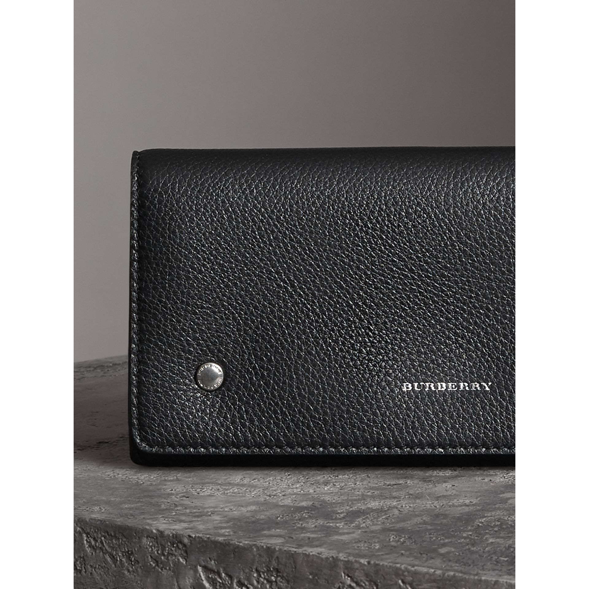Two-tone Leather Continental Wallet in Black - Women | Burberry Hong Kong - gallery image 5