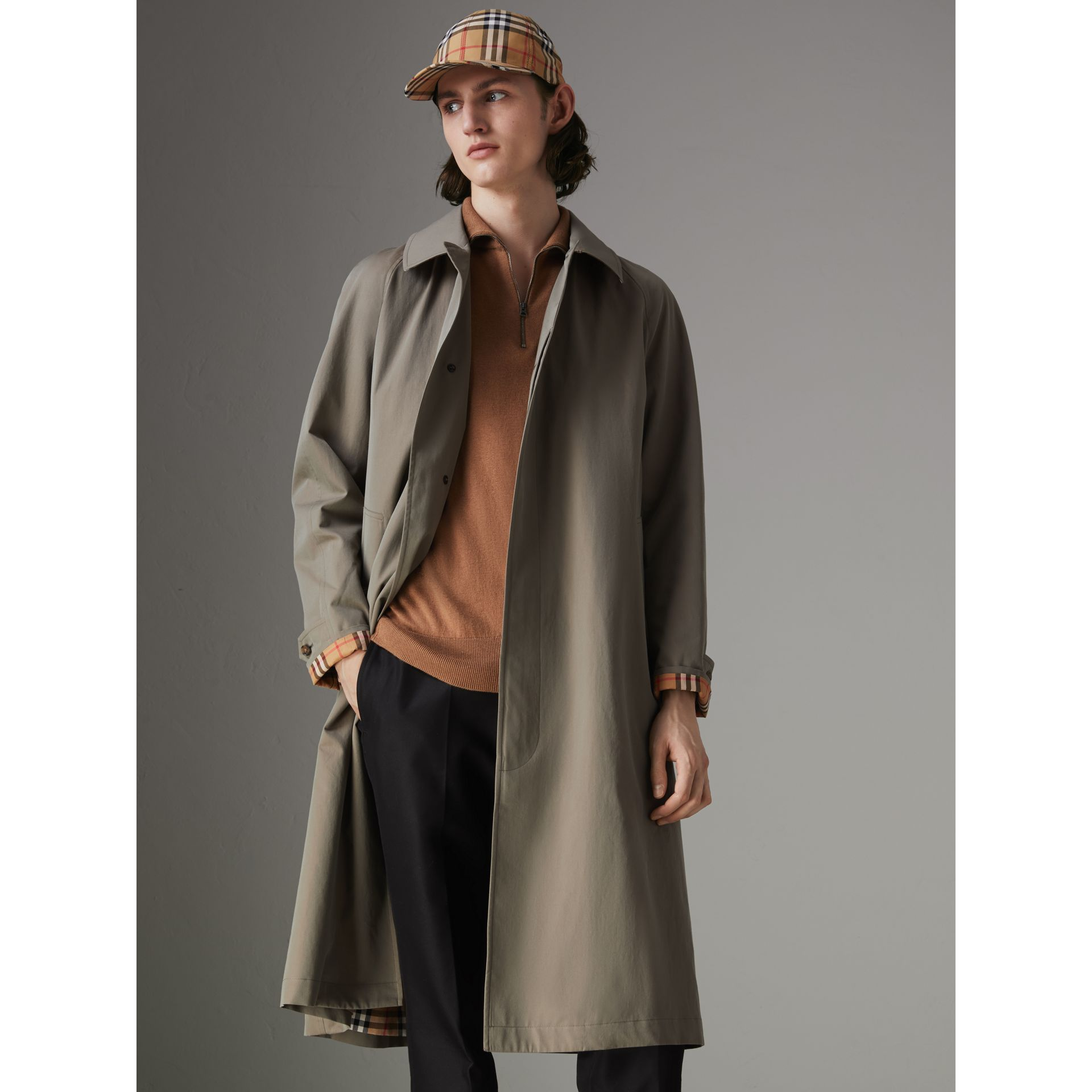 The Brighton Car Coat in Chalk Green - Men | Burberry Hong Kong - gallery image 5