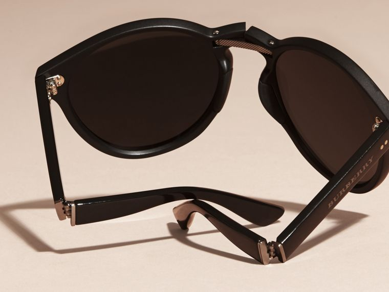 Folding Round Frame Sunglasses in Black - cell image 4