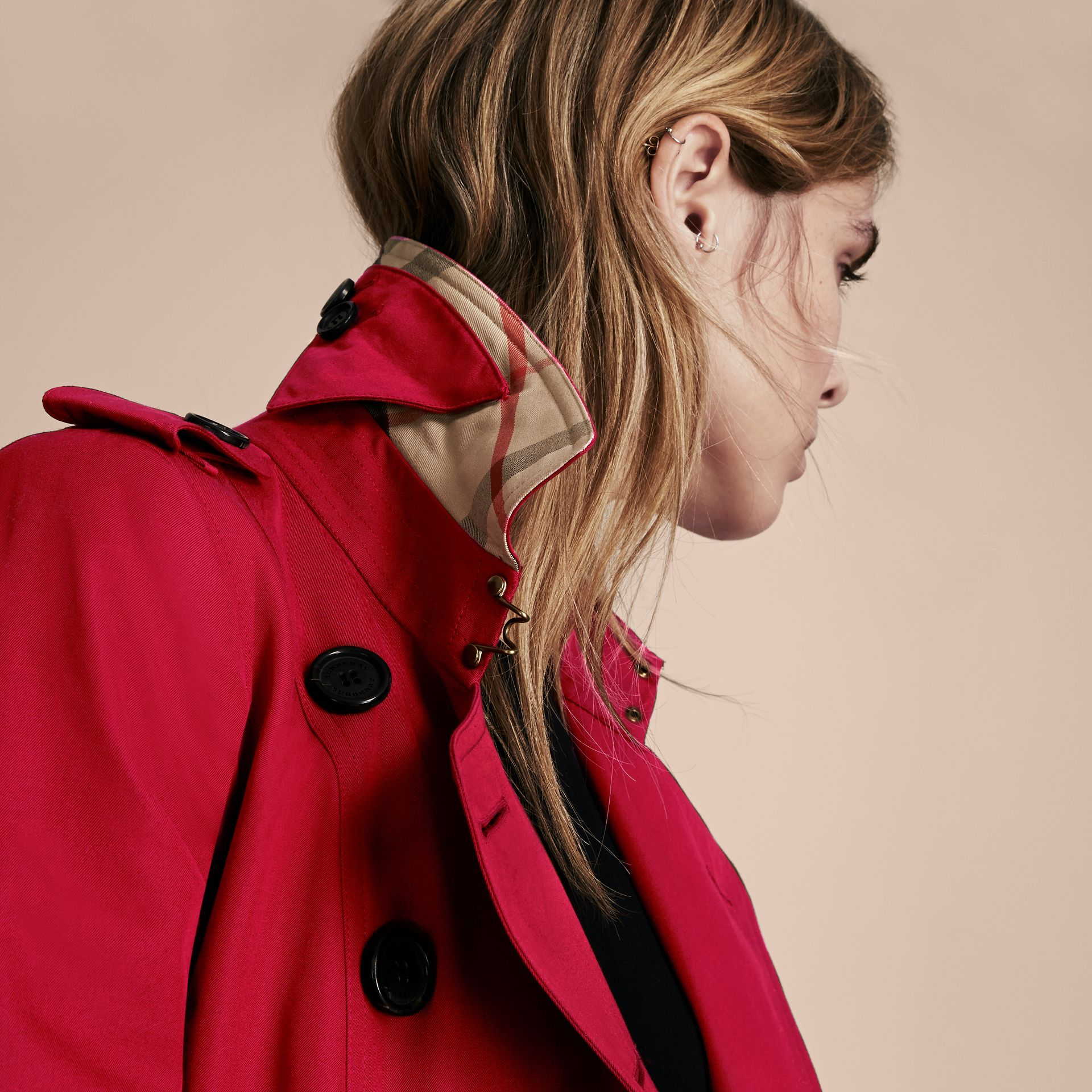 Parade red The Chelsea – Extra-long Heritage Trench Coat Parade Red - gallery image 6