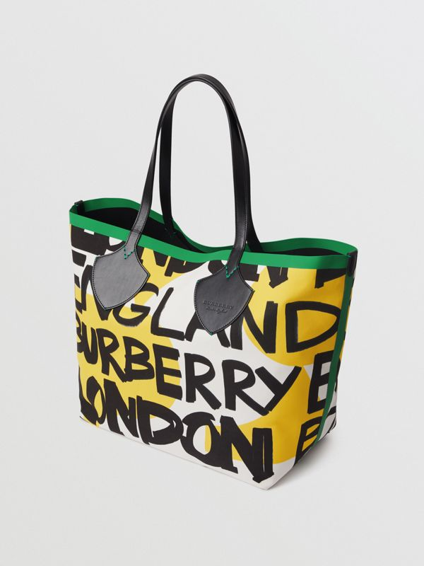 The Giant Tote in Graffiti Print Cotton in Black/green | Burberry - cell image 2