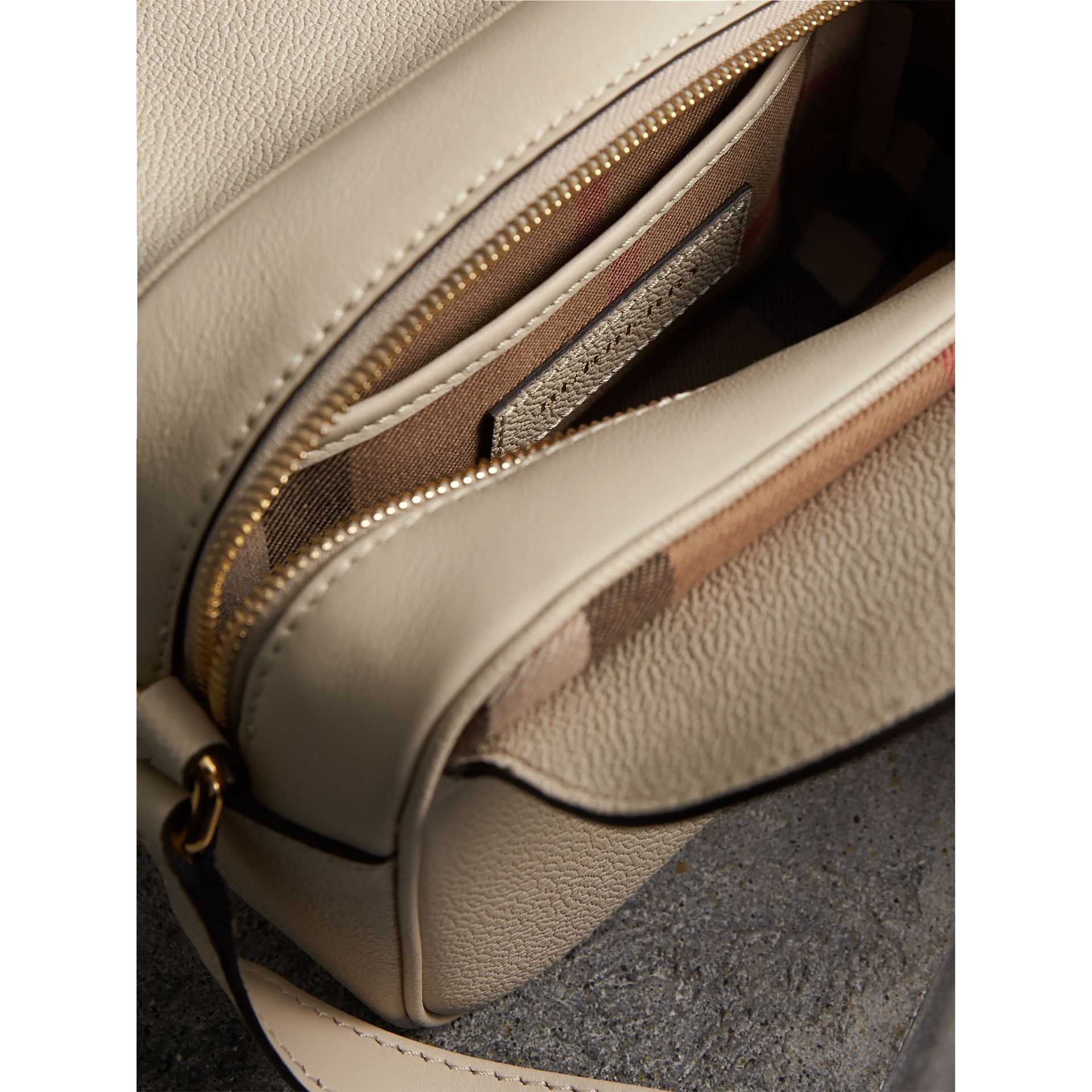 The Small Buckle Crossbody Bag aus Leder (Kalksteinfarben) - Damen | Burberry - Galerie-Bild 5