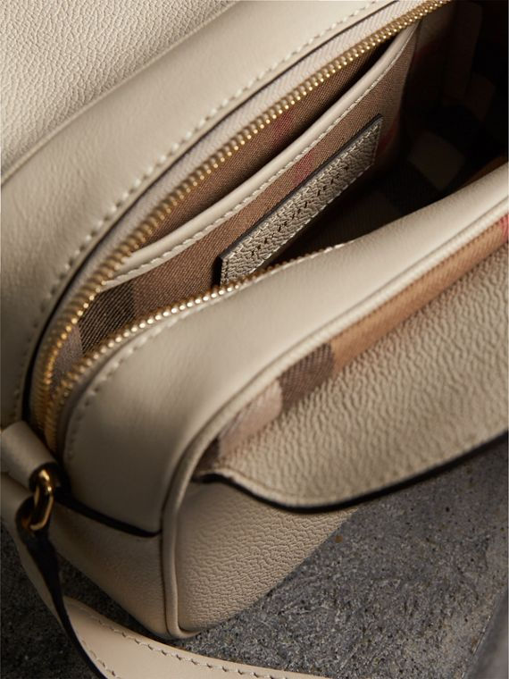 The Small Buckle Crossbody Bag aus Leder (Kalksteinfarben) - Damen | Burberry - cell image 3