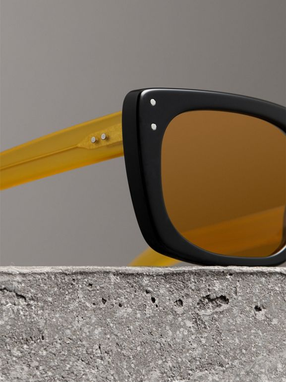 Square Frame Sunglasses in Black - Women | Burberry Canada - cell image 1