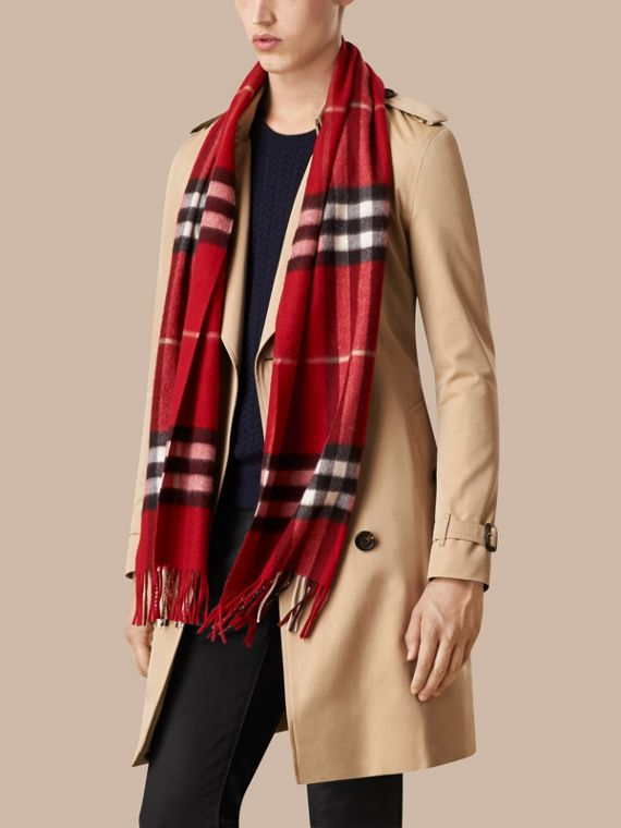 Parade red The Classic Cashmere Scarf in Check Parade Red - cell image 3