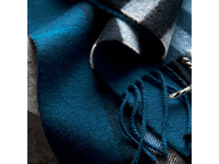 The Classic Check Cashmere Scarf in Marine Blue | Burberry Singapore - cell image 4