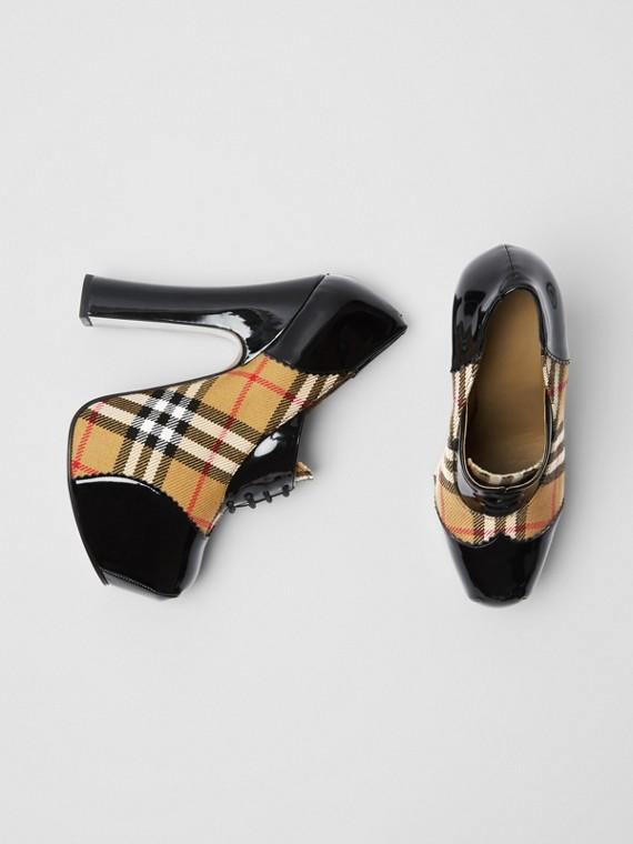 Plateau-Heels aus Vintage Check-Gewebe und Lackleder mit Schnürverschluss (Schwarz)
