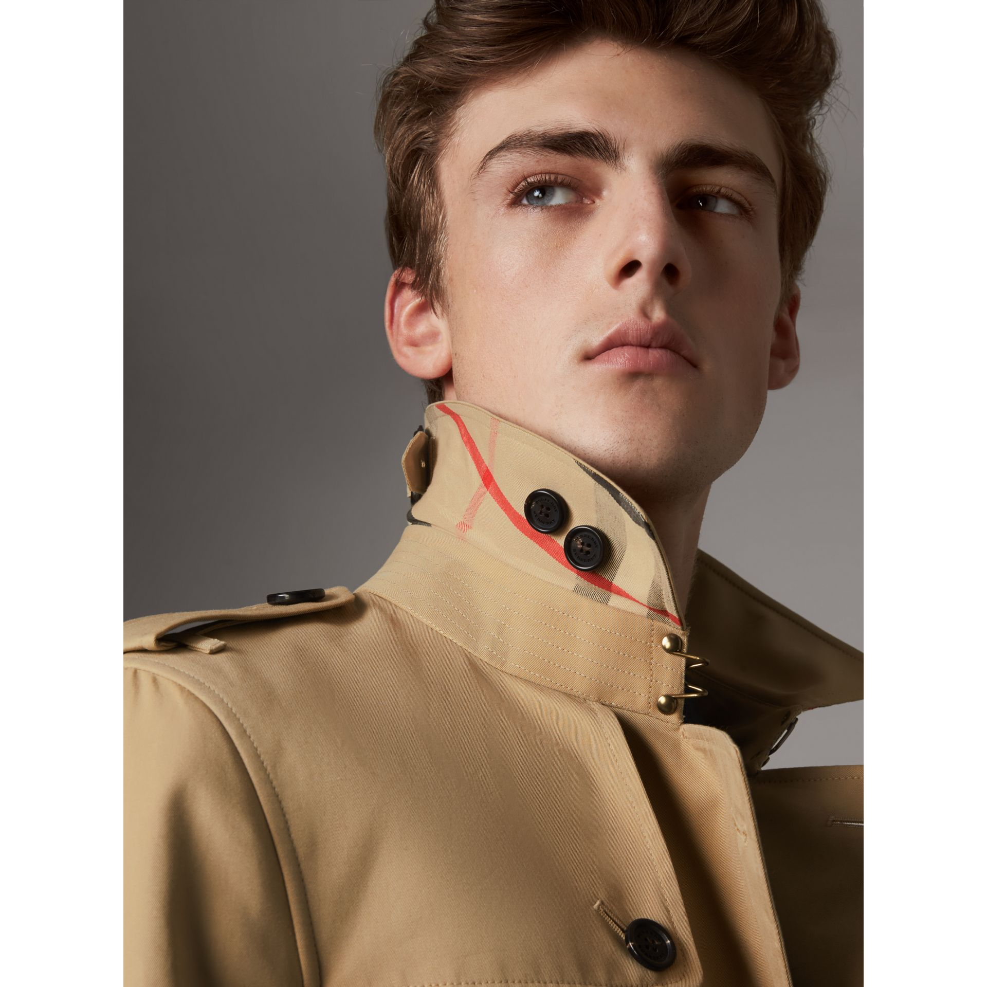 The Chelsea – Long Trench Coat in Honey - Men | Burberry - gallery image 2