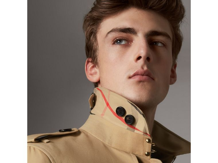 The Chelsea – Long Trench Coat in Honey - Men | Burberry - cell image 1