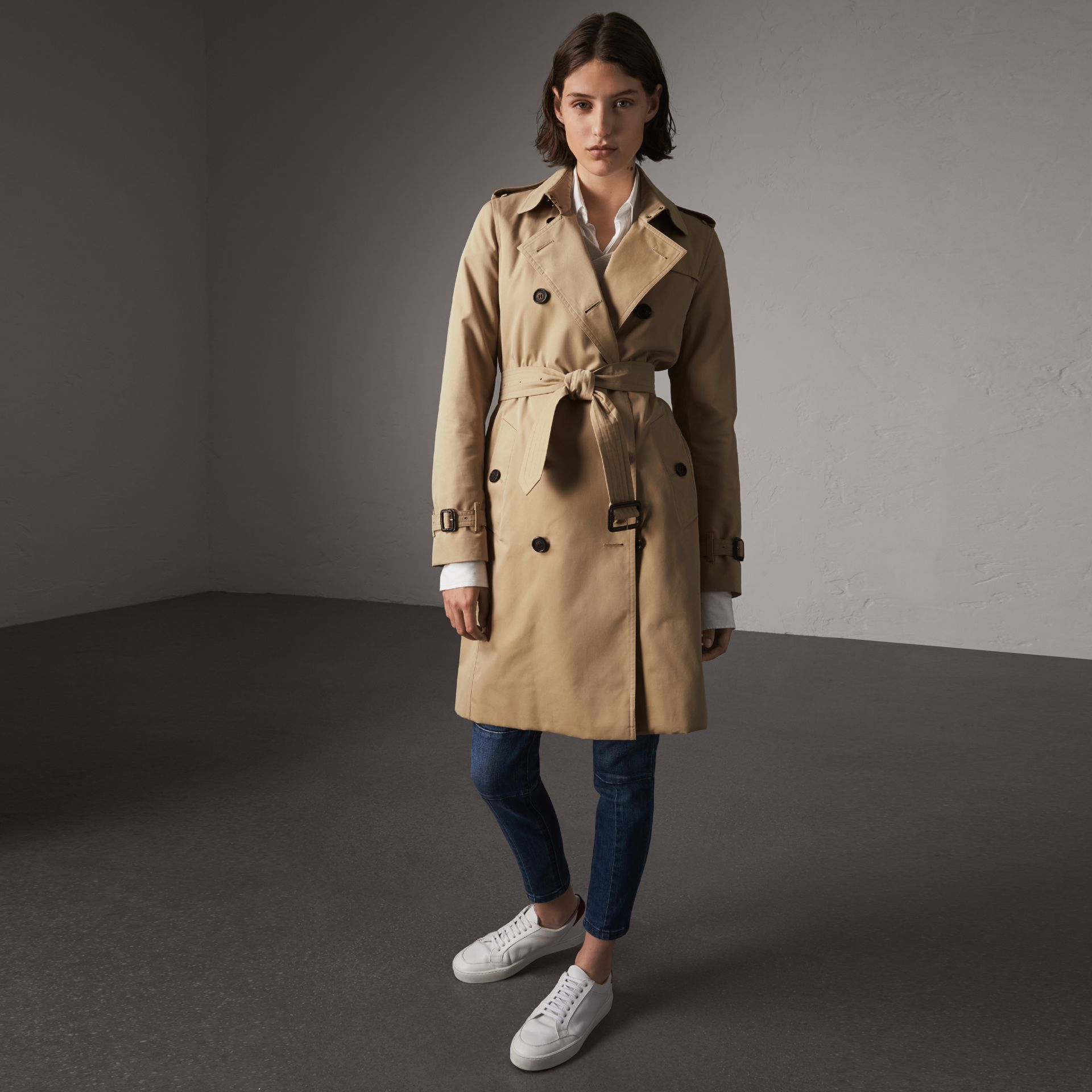 The Kensington – Long Trench Coat in Honey - Women | Burberry Canada - gallery image 0