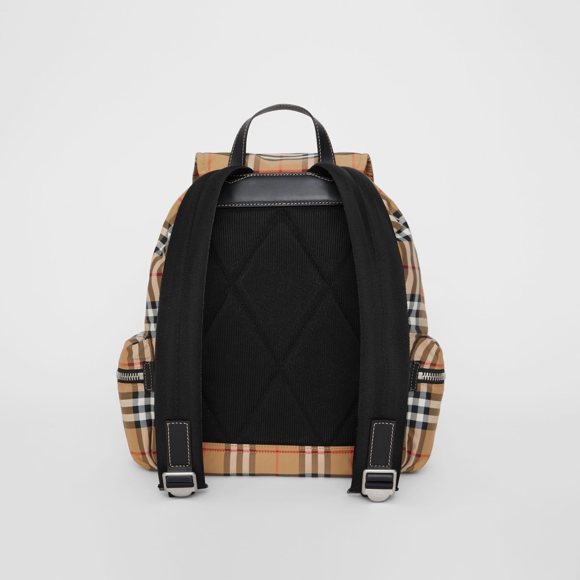 Grand sac The Rucksack en nylon à motif Vintage check (Jaune Antique) - Homme | Burberry - photo de la galerie 7