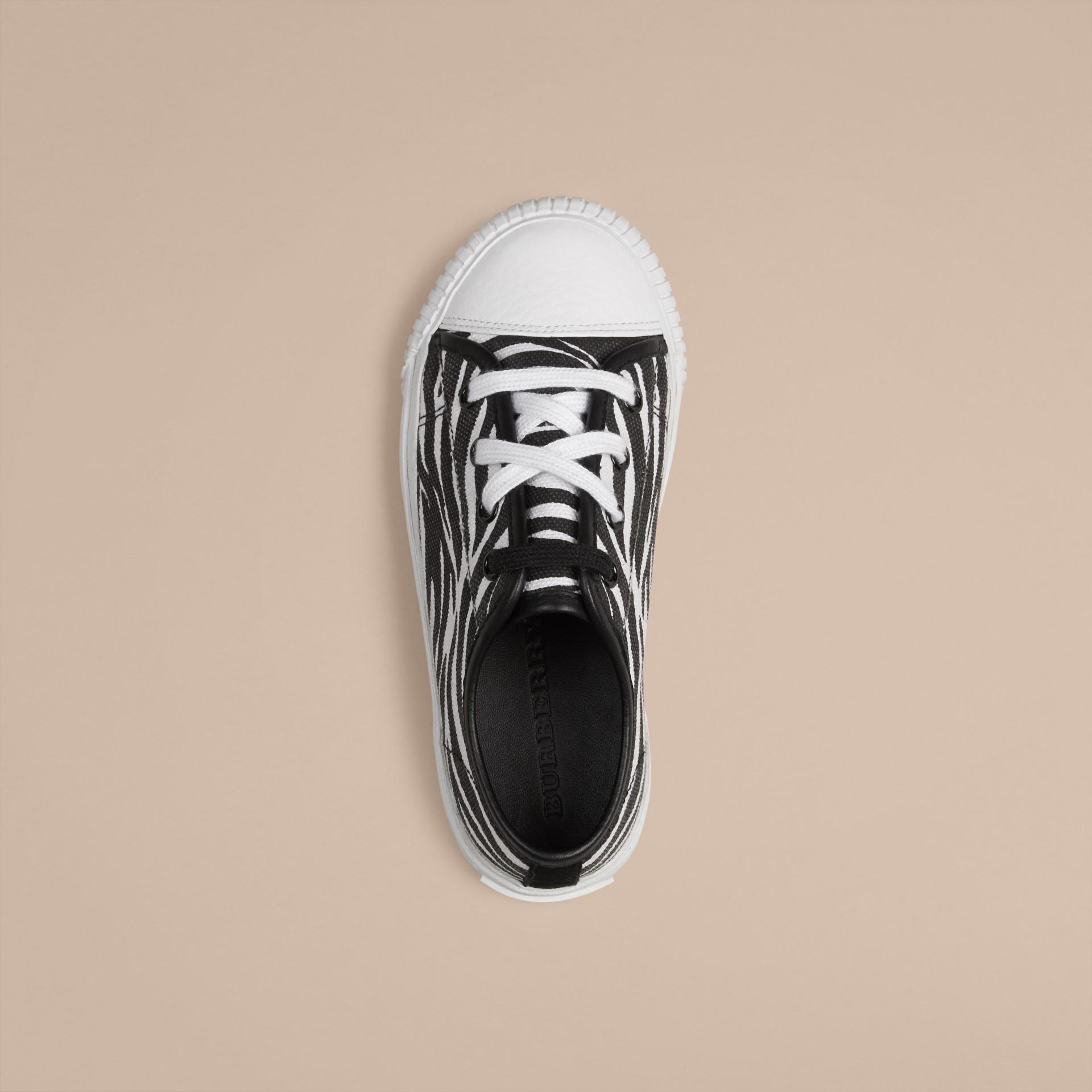 Nero/bianco Sneaker in tela con stampa zebrata - immagine della galleria 3