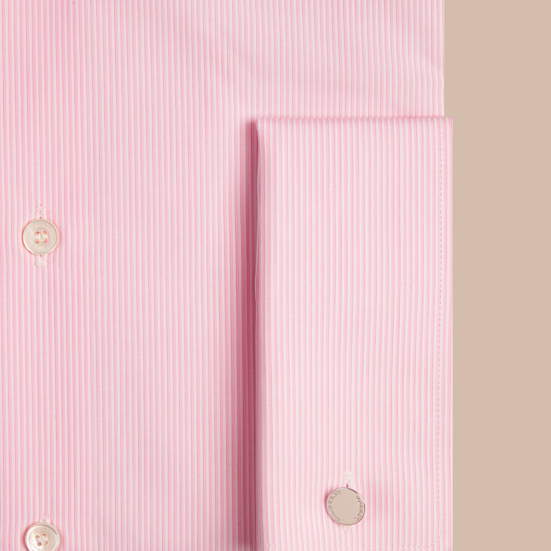 Rose dragée Chemise moderne en popeline de coton à rayures avec poignets mousquetaires Rose Dragée - photo de la galerie 2
