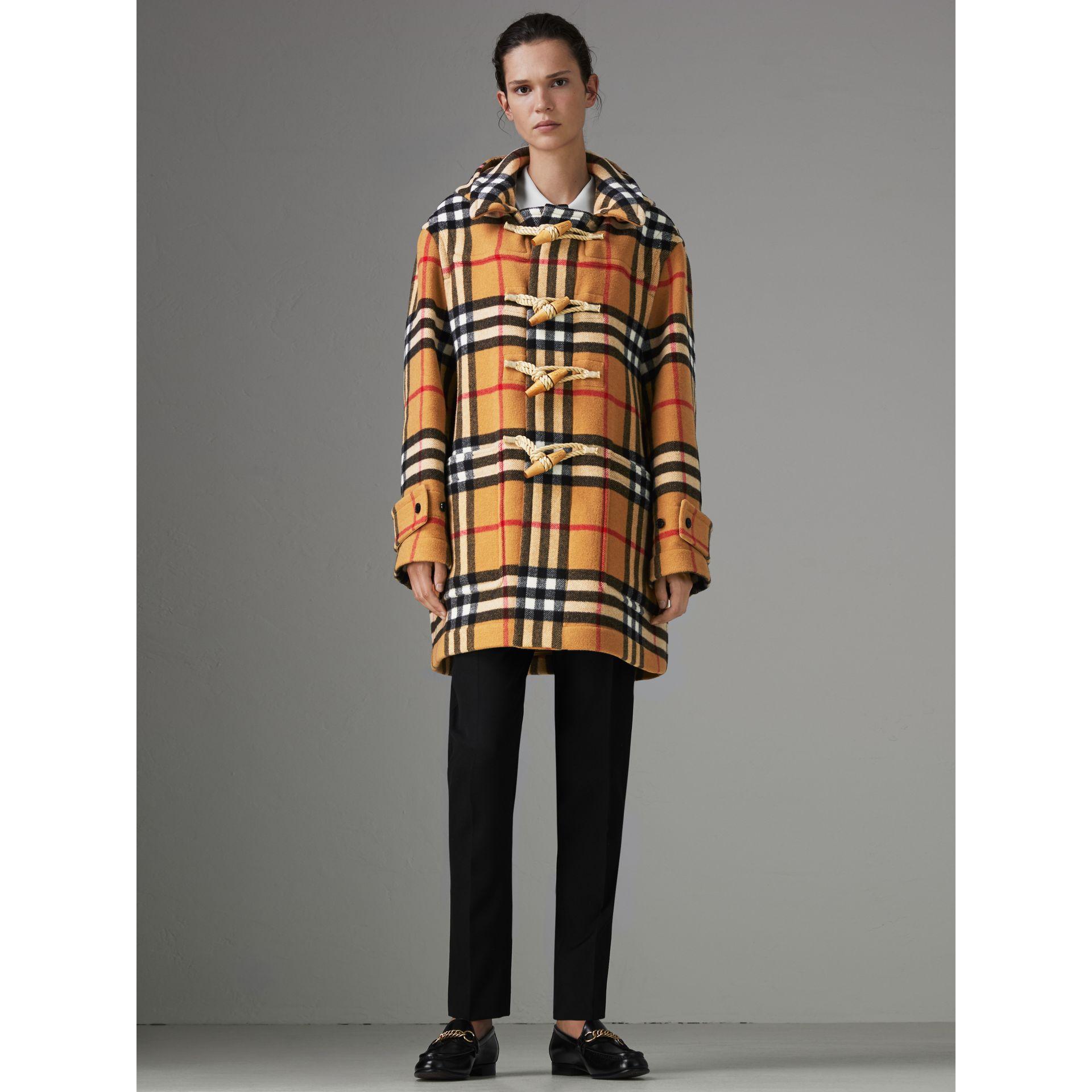 Duffle-coat oversize à motif check Gosha x Burberry (Jaune Antique) | Burberry Canada - photo de la galerie 2