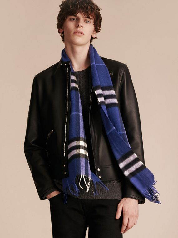 The Classic Cashmere Scarf in Check  Bright Sapphire - cell image 3