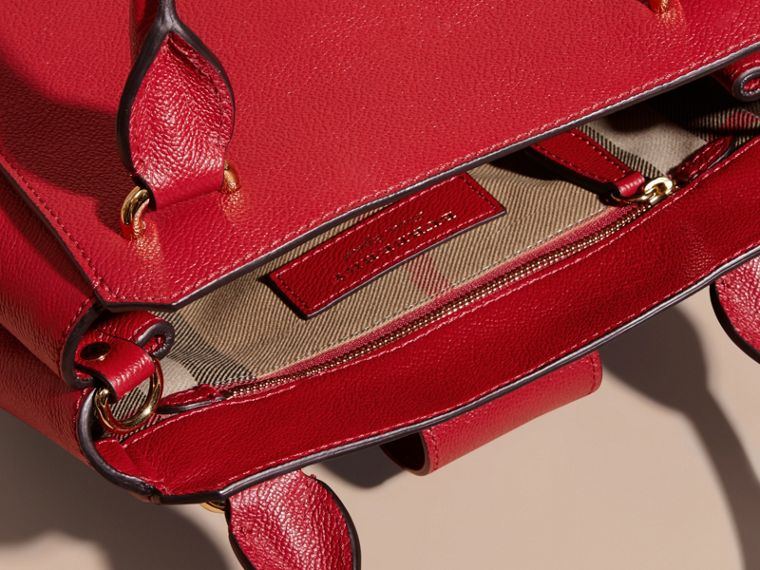 Parade red The Small Buckle Tote in Grainy Leather Parade Red - cell image 4