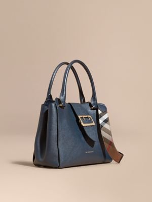 burberry outlet wallet q29z  The Medium Buckle Tote in Grainy Leather Blue Carbon