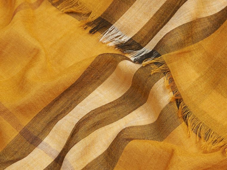 Giallo ambra Sciarpa leggera in lana e seta con motivo check Giallo Ambra - cell image 1