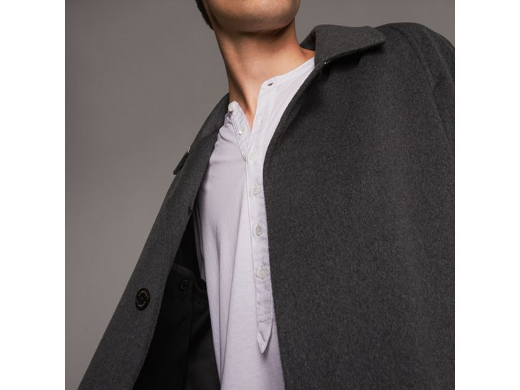 Cappotto car coat in cashmere (Peltro Mélange) - Uomo | Burberry - cell image 4