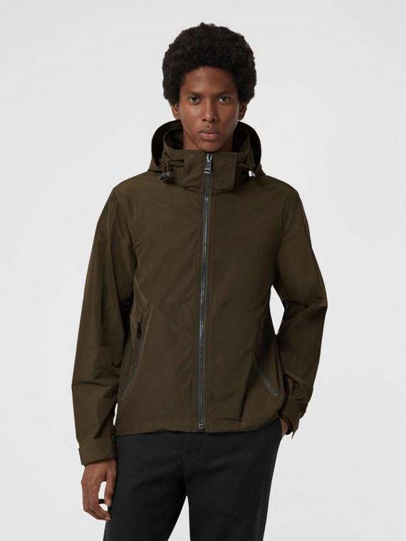 Jaqueta de tafetá com capuz embutido (Orégano)