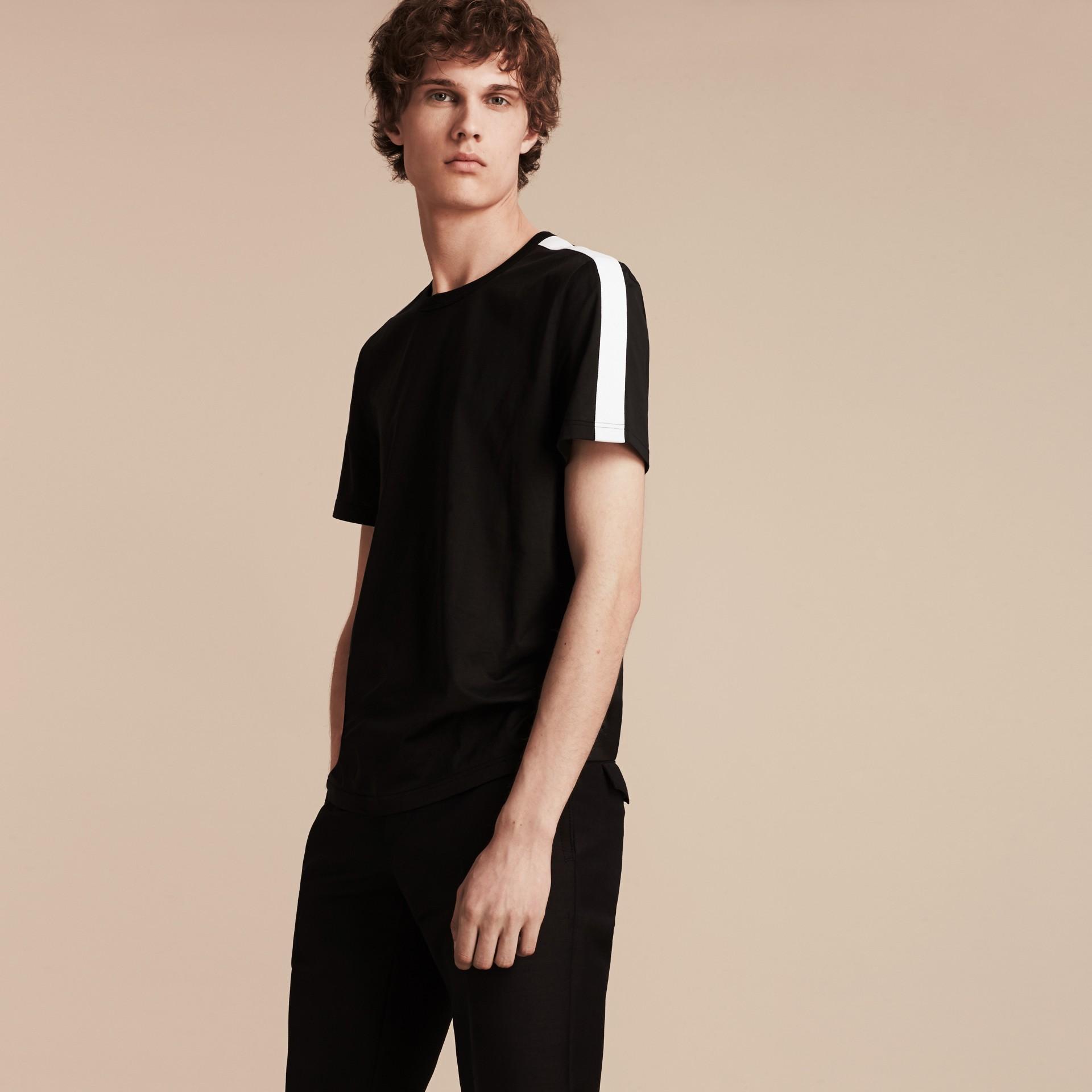 Noir T-shirt en coton avec rayure à l'épaule Noir - photo de la galerie 5
