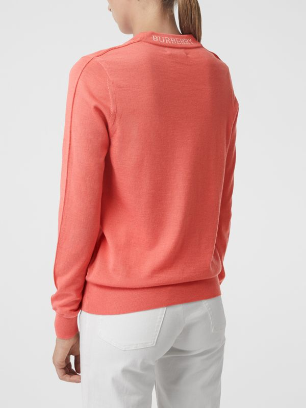 Pullover girocollo in lana Merino (Corallo) - Donna | Burberry - cell image 2