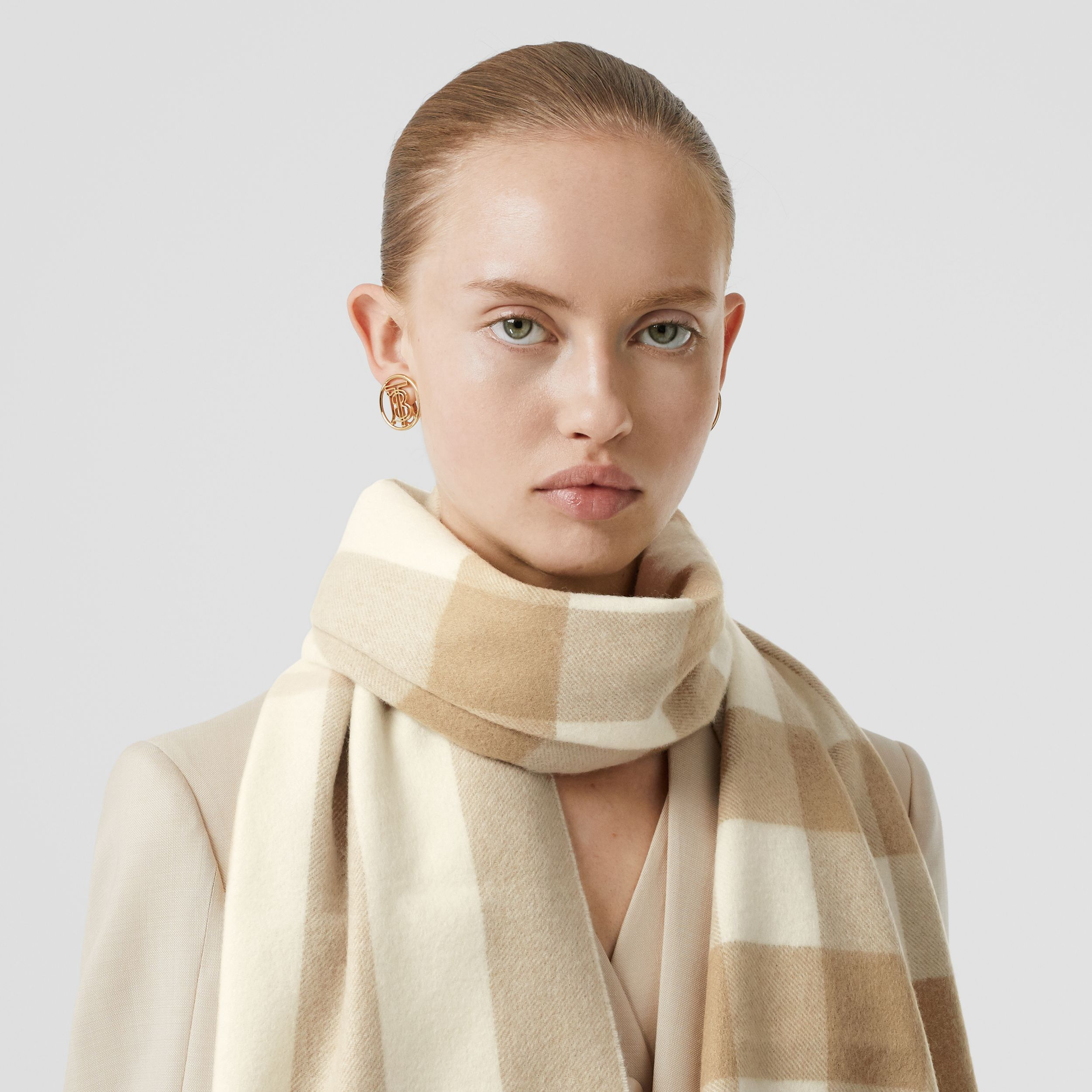 Check Cashmere Scarf in White | Burberry - 3