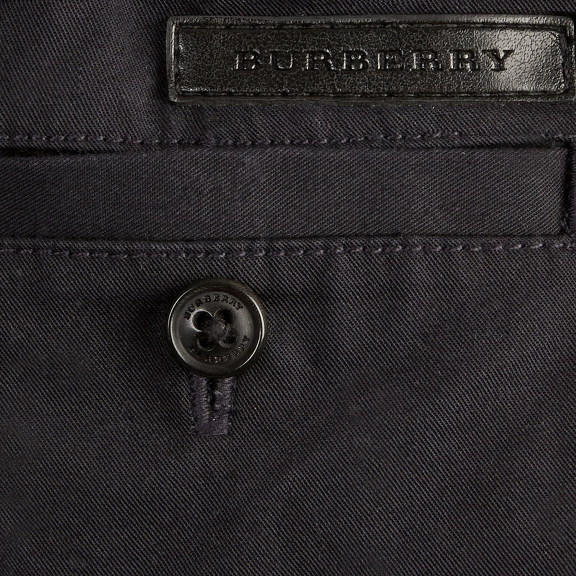 Inchiostro Pantaloncini chino in cotone con dettagli check Inchiostro - immagine della galleria 2