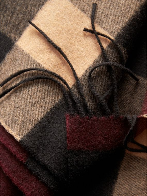 Oversize Check Cashmere Scarf in Claret | Burberry - cell image 3
