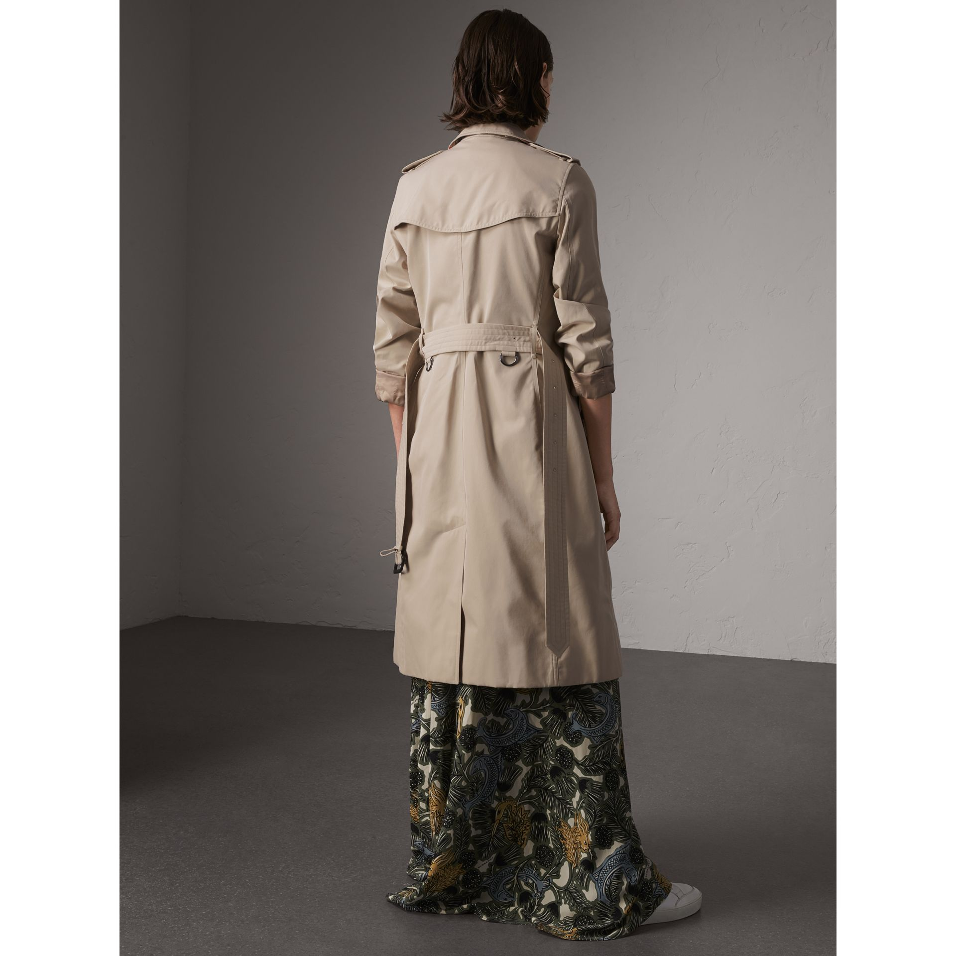 The Kensington – Extra-long Heritage Trench Coat in Stone - Women | Burberry - gallery image 3