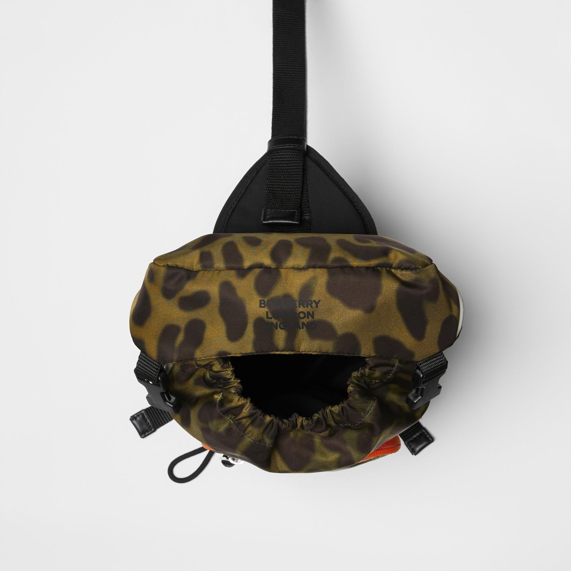 Sac à dos ceinture Leo en nylon avec imprimé animalier (Vert Clair) | Burberry Canada - photo de la galerie 4