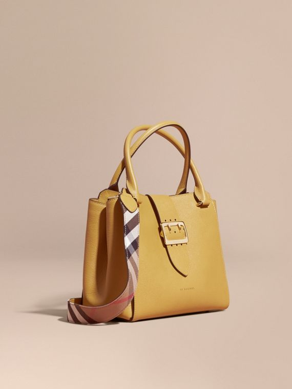 Borsa tote The Buckle media in pelle a grana Quarzo Giallo