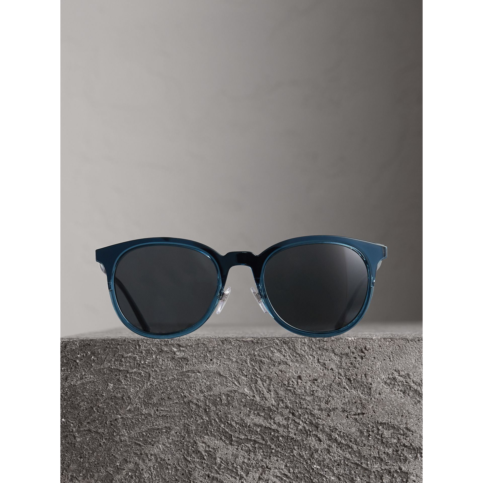 Round Frame Sunglasses in Blue - Men | Burberry Singapore - gallery image 3
