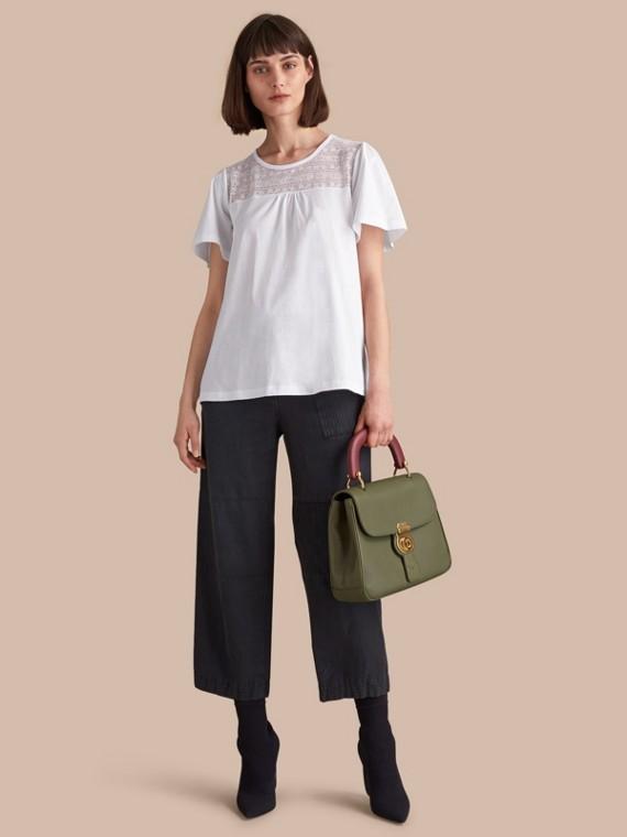 Camiseta en algodón con panel de encaje