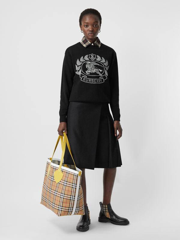 The Giant Reversible Tote in Vintage Check in Yellow/chalk White - Women | Burberry United States - cell image 2