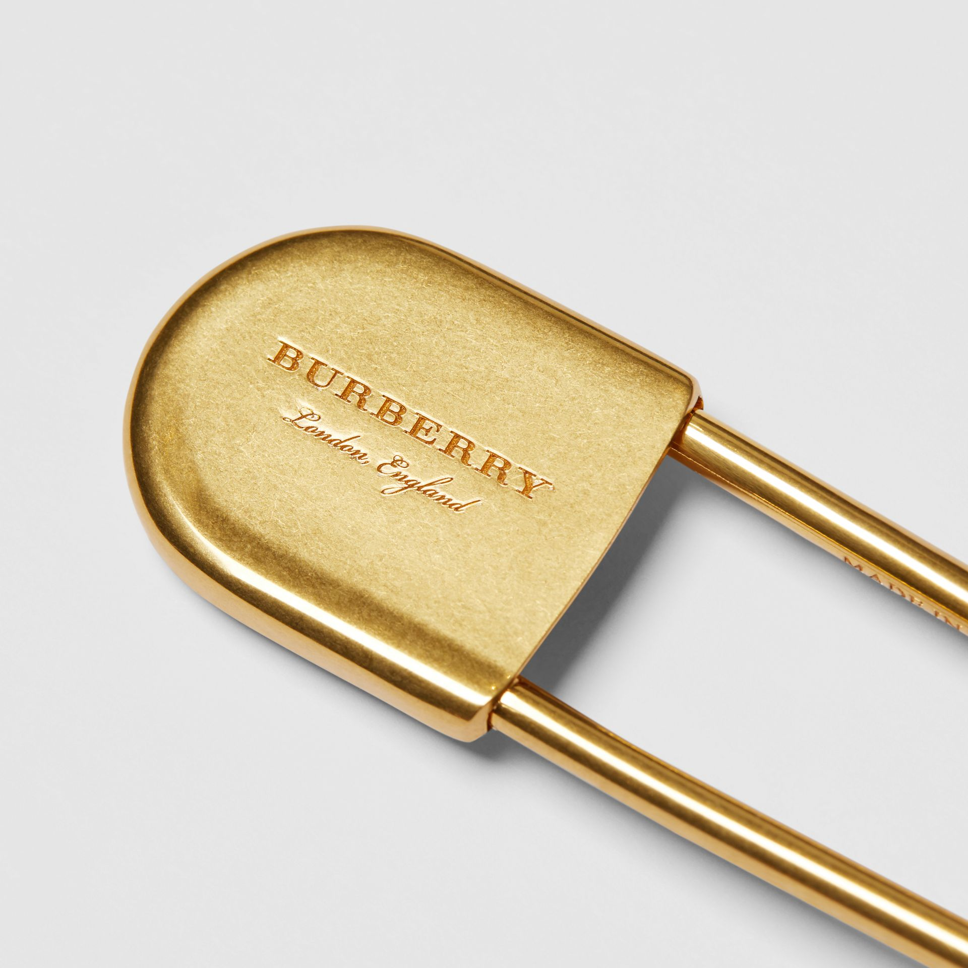 Brass Oversized Kilt Pin in Vintage Dark | Burberry Hong Kong - gallery image 1