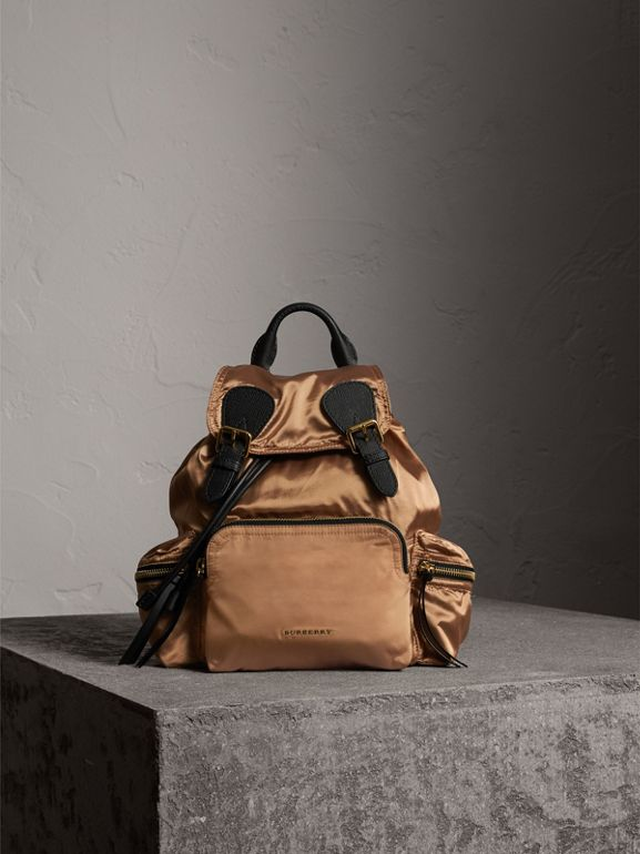 Zaino The Rucksack medio in nylon bicolore e pelle (Oro/nero) - Donna | Burberry - cell image 1