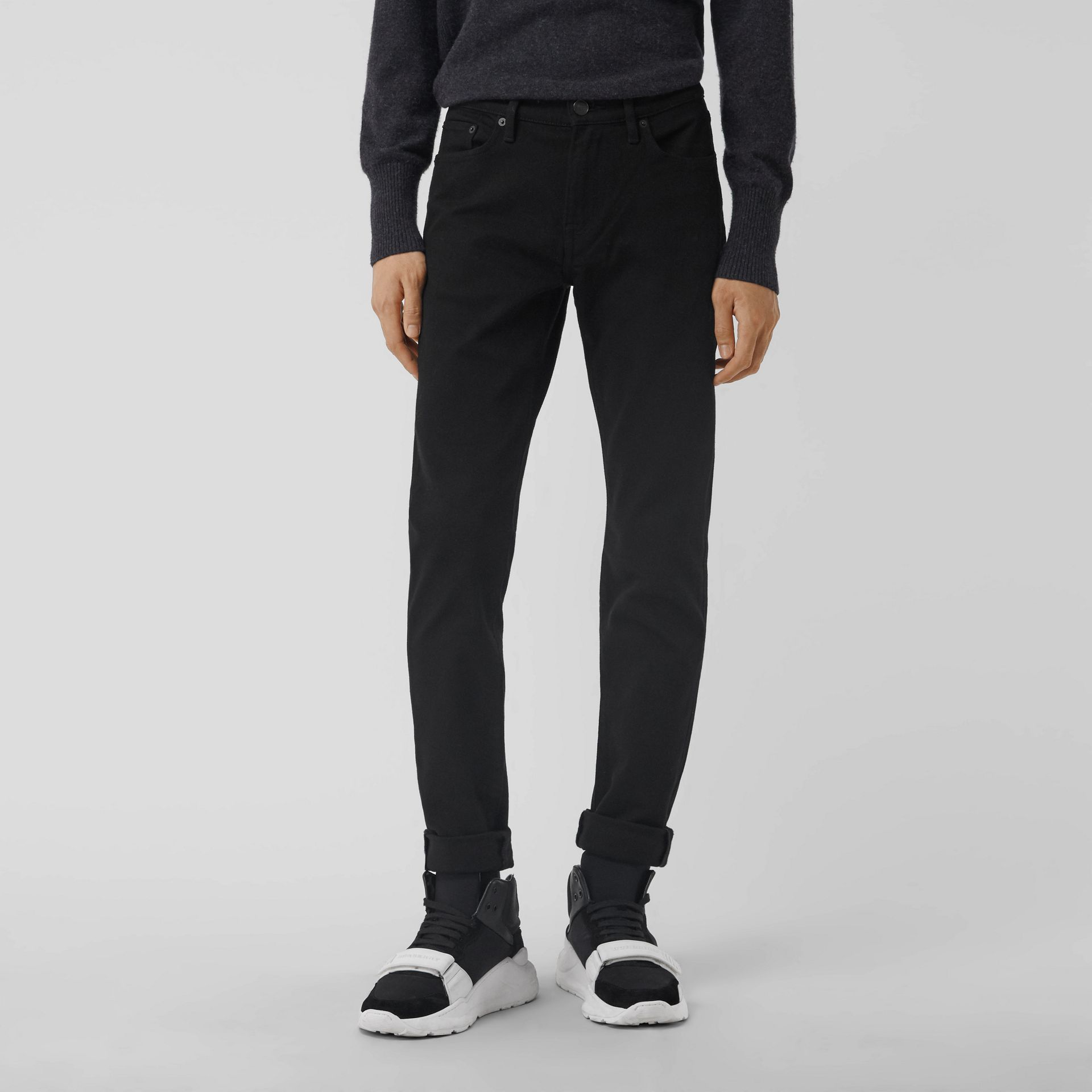 Jean denim extensible de coupe étroite (Noir) - Homme | Burberry - photo de la galerie 4