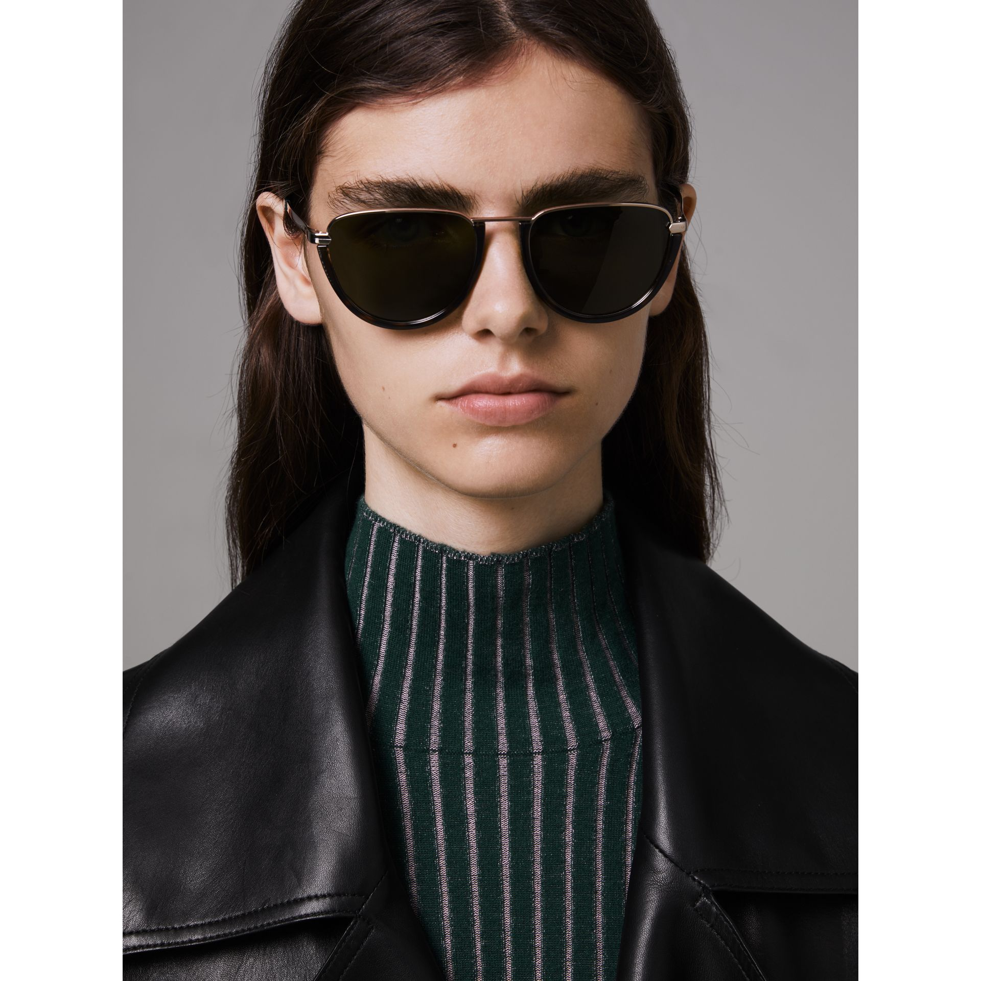 Half Moon Pilot Round Frame Sunglasses in Tortoise Shell - Women | Burberry United Kingdom - gallery image 3