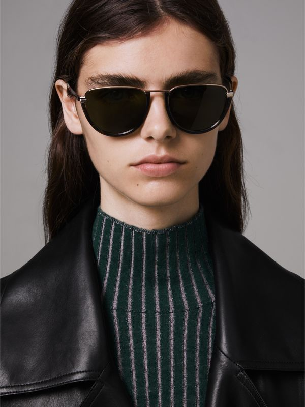 Half Moon Pilot Round Frame Sunglasses in Tortoise Shell - Women | Burberry - cell image 3