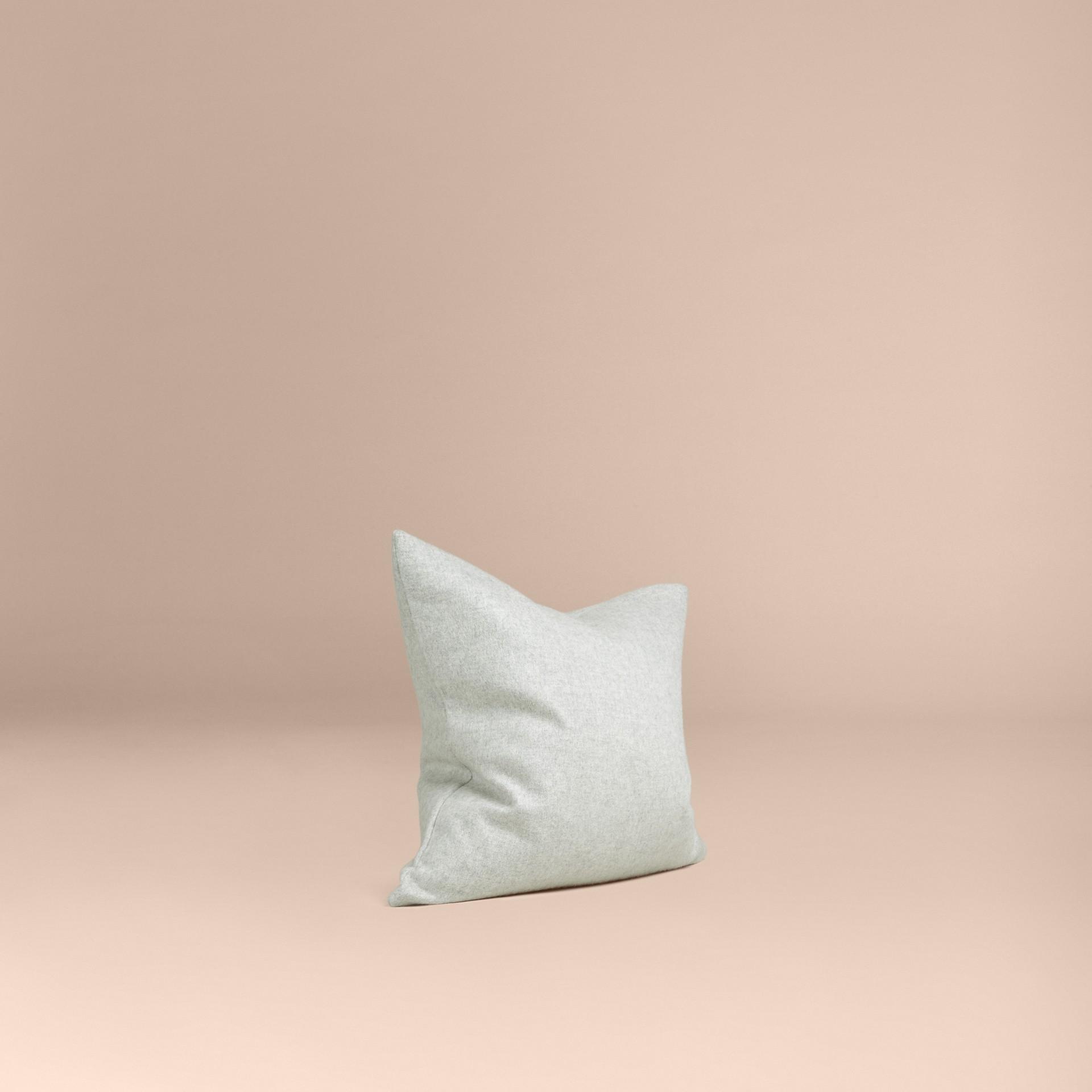 Gris pâle Housse de coussin en cachemire - photo de la galerie 1