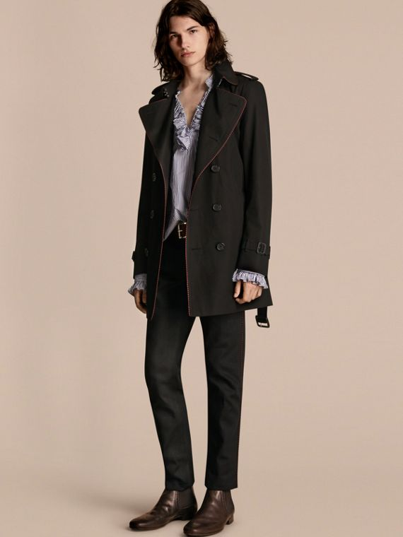 Trench coat con profili in stile militare Nero